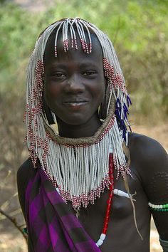 Africa | Mursi girl, photographed in the Omo Valley, Ethiopia |                                                                                                                                                                                 Mais