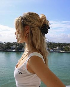 Find images and videos about girl, fashion and hair on We Heart It - the app to get lost in what you love. Summer Hairstyles, Pretty Hairstyles, Easy Hairstyles, Banana Clip Hairstyles, Hairstyles For Women, Grunge Hairstyles, Travel Hairstyles, Rock Hairstyles, Bandana Hairstyles