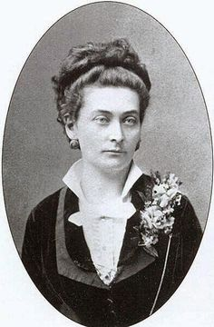 Az első magyar orvosnő Dr. Hugonnay Vilma, aki – magyarországi képzés hiányában – még Svájcban szerezte diplomáját 1879-ben. Ezután nem kevesebb, mint 18 évet várt arra, hogy Magyarországon is elfogadják azt. Famous Women, Famous People, Celebrity Gallery, Budapest, Hungary, Old Photos, Techno, The Past, Elsa
