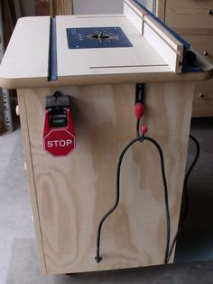 Ana White Build a Patrick's Router Table Free and Easy DIY Project and Furniture Plans Router Diy, Router Woodworking, Easy Woodworking Projects, Woodworking Furniture, Diy Wood Projects, Woodworking Shop, Woodworking Organization, Woodworking Basics, Diy Furniture Plans