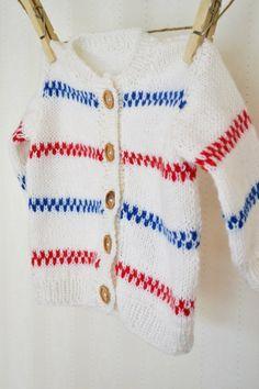 Pippikofta till barn Nu kan du sätta dig i soffan med några garnnystan och sticka dig en pippikofta till barnen! Följ beskrivningen med tydliga steg. Beskrivning Inspiration tagen från Lindas Lanti… Crochet Stitches, Knit Crochet, Baby Barn, Knitting For Charity, Baby Boutique Clothing, Cute Kids Fashion, Baby Sweaters, Baby Outfits, Knit Cardigan