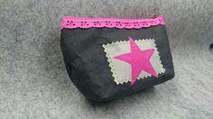 Ein Minitäschchen aus schwarzem SnapPaP mit einem pinken Stern aus Flockfolie - made by OMMELLA