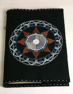 Wool Embroidery, Embroidery Stitches, Heart Mirror, Beautiful Patterns, Circles, Mirrors, Embellishments, Diy And Crafts, Paisley