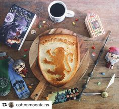 Check out this brilliant silicone cake pan featuring the delightful Gryffindor crest for an added touch of magic and fun for any Harry Potter party! Harry Potter Girl, Harry Potter Food, Harry Potter Birthday, Hogwarts, Slytherin, Treats, Bookstagram, Desserts, Recipes