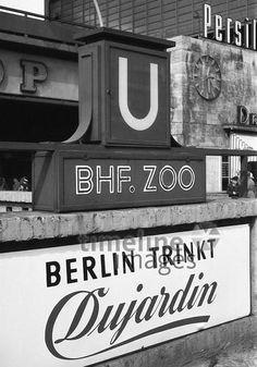 BERLIN 1958, Reklame am Bahnhof Zoologischer Garten - Dujardin war bis weit in die 60er sehr angesagt,