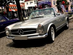 '69 Mercedes-Benz 280SL roadster. If I had money and a garage, you'd be my classic. $35,000