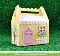 Lawn Fawn Lawn Cuts - Scalloped Treat Box Spring House Add-On Box Houses, Paper Houses, Picnic Box, Lawn Fawn Blog, Chuck Box, Gable Boxes, Lawn Fawn Stamps, Diy Box, Pop Up Cards