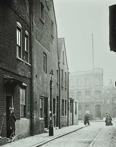 Grange Walk The Gate House in Bermondsey South East London England in 1920 London Now, East End London, London Places, South London, Old London, Bermondsey London, London Docklands, Victorian London, Vintage London