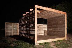 DIY Pallet Möbel: Landwirtschaftliche Produktion Zentrum von recycelten Holzpaletten gebaut