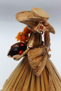 Dolls hand made. Vendedora de frutas. Pequeña escultura en calceta de plátano. Estructura en alambre. Artesanía