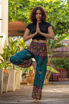 Chang Pants, bring you colorful elephant prints and comfort to your daily activities. The Turquoise version ships straight from Thailand to your doorstep. Take advantage of our free international shipping today. Hippie Pants, Boho Pants, Bohemian Pants Outfit, Boho Outfits, Cute Outfits, Fashion Outfits, Cute Hippie Outfits, Country Outfits, Preppy Outfits