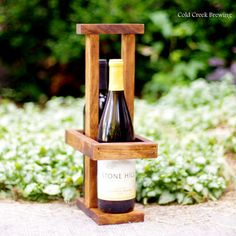 Picnic Wine Tote - Rustic Wine Carrier - Two Bottle Wine Holder - Bridesmaid Gift - Maid of Honor Gift. Wine Caddy, Wine Tote, Wine Glass Holder, Wine Bottle Holders, Cool Things To Build, Rustic Wine Racks, Pallet Wine, Wine Carrier, Wine Display