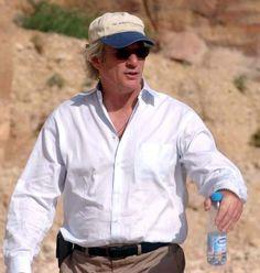 O ator Richard Gere é vegetariano, escolha que combina totalmente com sua religião: pelo budismo, matar animais atrai carma negativo