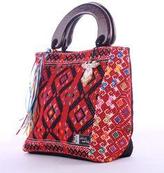 Chiapas Original - Jch'ul me'tik, bolsos con textiles tradicionales de Chiapas