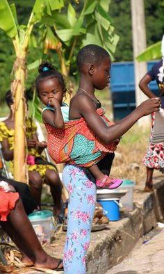 baby and her big sis . Ghana baby and her big sis . Kids Around The World, We Are The World, People Around The World, Ghana Culture, African Culture, Precious Children, Beautiful Children, Happy Baby, Beautiful World