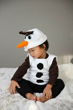 Do you want to build a snowman? Make an Olaf Costume! How-to by Holly on the fabric.com blog #madewithfabric
