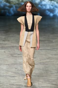 See all the Collection photos from Rick Owens Spring/Summer 2013 Ready-To-Wear now on British Vogue Fashion Week Paris, Fashion Art, Fashion Show, Fashion Design, Designer Clothes For Men, Clothes For Women, Rick Owens Women, Sleeveless Jacket, Creative Hairstyles