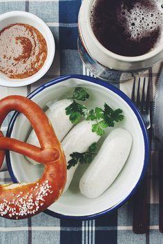 Bayrische-Küche-3-zünftige-Rezepte-zum-Oktoberfest-Weißwurst-Weißwurstfrühstück-1