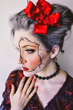 Porcelain doll makeup for Halloween — very impressive!