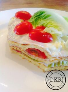 - - Avocado Mousse Cake - Avocado mousse with caramelized Pecans layered on a delicious White Chocolate cake served over a strawberry sauce. Healthy Diet Recipes, Lunch Recipes, Low Carb Recipes, Low Carb Lunch, Low Carb Breakfast, Good Food, Yummy Food, Cake Servings, Just Desserts