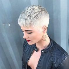 New Pixie Haircut Ideas for 2019 Short Blonde Pixie Cut 2019 Thin Hair Cuts, Short Thin Hair, Short Hair Styles, Pixie Styles, Short Blonde Pixie Cut, Short Blonde Haircuts, Short Razor Haircuts, Short Pixie Cuts, Shaved Pixie Cut