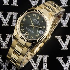 ⌚Majestic Mid-Size⌚  #Rolex #Datejust Mid-Size ref. #178278 in 18k yellow gold. Featuring an olive green with applied roman numerals and #diamond set roman numeral 'VI'. For him, for her, classic with a touch of extravagance.  Completely unworn, all stickers still attached, with box and papers dated December 2016.