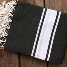 Grande Fouta Noire et Blanche en vente chez Cosydeco.com Nautical Stripes, Weaving Projects, Turkish Towels, Craft Materials, Hand Towels, Loom, Diy Crafts, House Styles, Fabric
