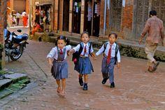 bambini verso casa da scuola a Bhaktapurt