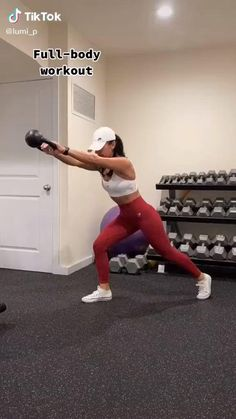 The focus of this full body HIIT workout is on getting your heart rate up so that you will burn lots of calories and maximize the fat burn. Fitness Workouts, Full Body Hiit Workout, Gym Workout Videos, Fitness Workout For Women, Sport Fitness, At Home Workouts, Fitness Tips, Fitness Motivation, Total Body Workouts