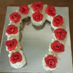 Kentucky Derby Horseshoe Cupcake Cake