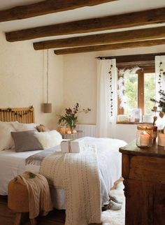 chic-bedroom-designs-with-exposed-wooden-beams- 19
