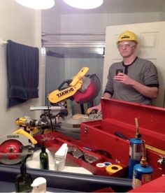 Hard Hat Man-Worlds Stupidest Selfies