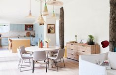 Top Ten Australian Homes of 2016 · Chris and Arabella Wilson and Family (The Design Files) Australian Home Decor, Australian Homes, Dining Area, Kitchen Dining, Dining Room, Blueberry Home, Interior Exterior, Interior Design, Room Interior