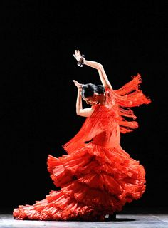 Dance with the Lady in Red Flamenco. Shall We Dance, Lets Dance, Belly Dancing Classes, Kinds Of Dance, Dance Like No One Is Watching, Dance Movement, Chant, Dance Photos, Dance Art