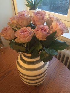 Omaggio vase from Kähler. Love these roses Vase, Love Flowers, Flower Arrangements, Sweet Home, Home Decor, Floral Arrangements, Decoration Home, House Beautiful, Room Decor