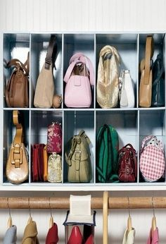 Carteras y bolsos                                                                                                                                                                                 Más