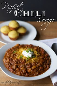 A super simple recipe for the most Perfect Chili you have ever tasted! A super simple recipe for the most Perfect Chili you have ever tasted! Southern Chili Recipe, Beef Bean Chili Recipe, Best Chili Recipe, Chilli Recipes, Gourmet Recipes, Beef Recipes, Cooking Recipes, Healthy Recipes, Cooking Chili