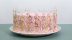 """""""Isomalt is not as difficult to use as most people imagine,"""" Anna explains. Even as a beginner, you can easily use isomalt to create fine and personal. Isomalt, Dad Cake, Mini Tortillas, Buttercream Cake, Anna, Love Cake, Sweet Cakes, Pretty Cakes, Creative Food"""