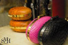 Mango hard clutch with adjustable chain Mango Fashion, Crocodile, Coin Purse, Wallet, Chain, Python, Clutches, Pattern, Leather