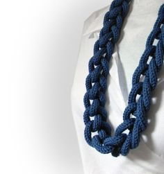 Chain knitted and knotted necklace Ines navy blue, wool yarn, long necklace, knitted knitting jewelry.. €40,00, via Etsy.