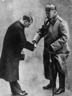 Foto na História: HINDENBURG ENTREGANDO A REGRA DA ALEMANHA PARA HIT...