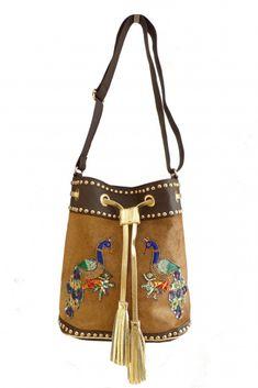 Bolso Beige Piel Pavo Real #motufashion #bolsos Bucket Bag, Bags, Fashion, Peacock, Women's Handbags, Hot Clothes, Clothes Shops, Fashion Trends, Fur