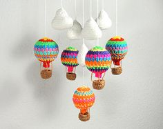 Hot Air Balloon Mobile, Nursery Decor, Baby Mobile, Baby Shower - Heissluft-Ballon-Mobile 5 balloons and 5 clouds will be completely lacquered with new style, which - Crochet Baby Toys, Crochet Home, Crochet Gifts, Baby Knitting, Mobiles En Crochet, Crochet Mobile, Amigurumi Patterns, Crochet Patterns, Knitting Patterns