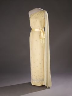 15. Jacqueline Kennedy Onassis' First State Dinner Gown, from Buzzfeed's list of gorgeous inauguration gowns