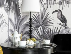 déco-noir-et-blanc-couleur-moutarde-papier-peint-tropical