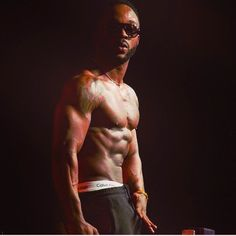 Oh dear! See moment Iyanya was touched in the crow...
