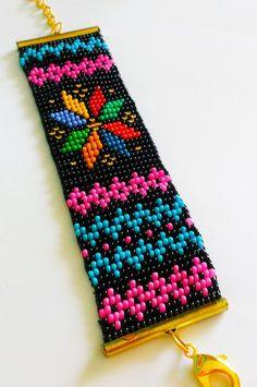Bracelete lindíssimo artesanal, feito com miçangas Jablonex, no tear, nas cores: vermelha, preta, azul bebê, azul jeans, verde claro e escuro, laranja, dourado, amarelo claro e escuro . Faço no tamanho do pulso da cliente.