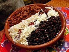 Hispanic Heritage Month: Traditional Venezuelan pabellón criollo (RECIPE) | ¿Qué Más?