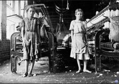 Lewis Hine - Mill Workers, (Lewis Wickes Hine was an American sociologist and photographer. Hine used his camera as a tool for social reform. His photographs were instrumental in changing the child labor laws in the United States. Old Pictures, Old Photos, Vintage Photographs, Vintage Photos, Antique Photos, Lewis Wickes Hine, Fotografia Social, Cotton Mill, Documentary Photographers