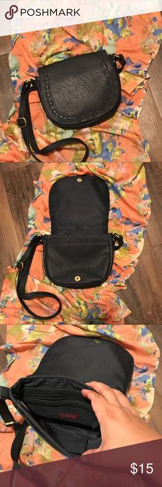 Merona gray cross body Charcoal gray cross body in great condition measurements have been pictured for your convenience. Merona Bags Crossbody Bags